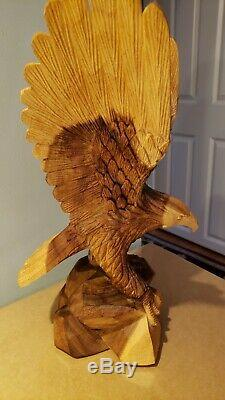 17 Inch tall Eagle Hand Carved Wood Sculpture Cabin Decor excellent condition